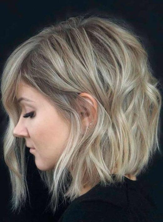 schulterlanges welliges kurzes Haar