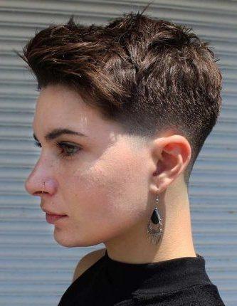 weicher verblassender Haarschnitt für Frauen