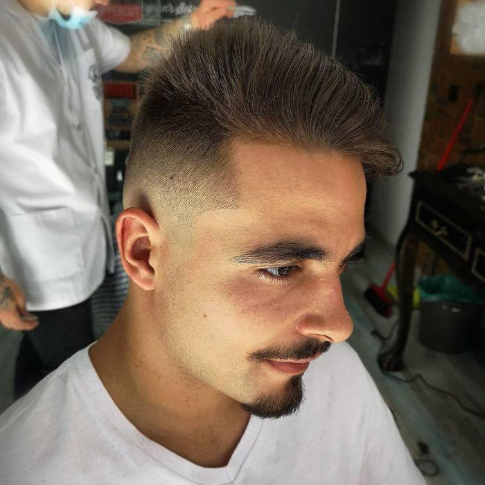 Chaotisch verblassender Haarschnitt