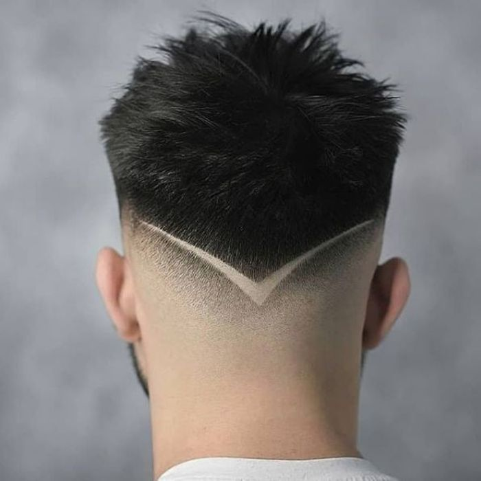 Kurzes stacheliges Haar