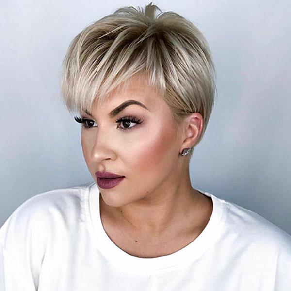 weiblicher Pixie-Haarschnitt