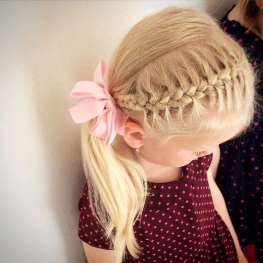 kurzes Kleinkind Mädchen Haarschnitte welliges Haar
