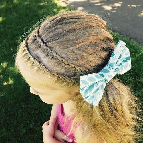geschichtete Haarschnitte für kleine Mädchen für welliges Haar