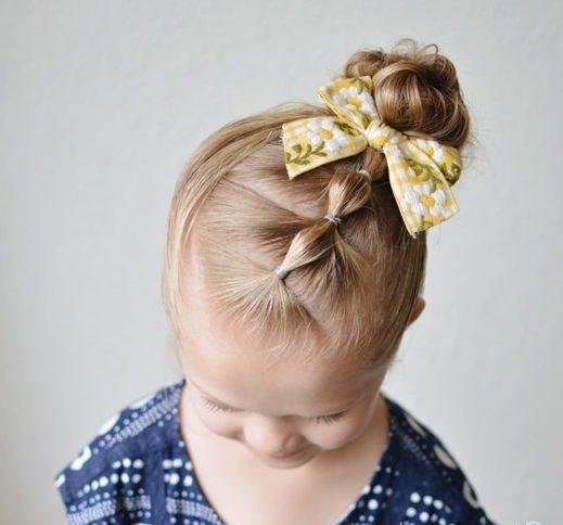 einfache Frisur für kurzes mittleres Haar