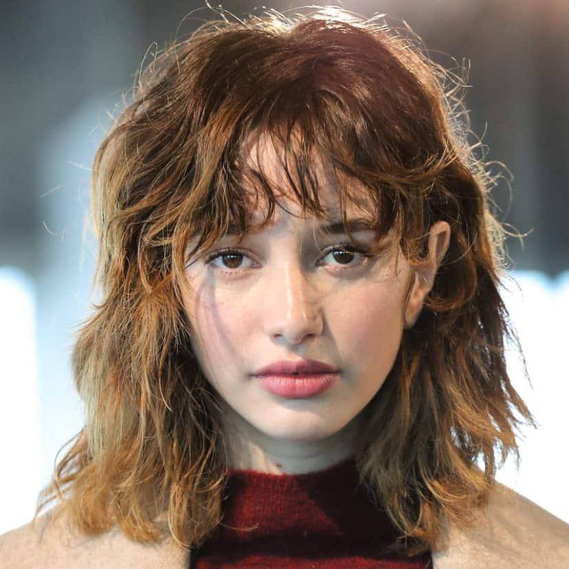 Frauen mittlere Frisuren 2022