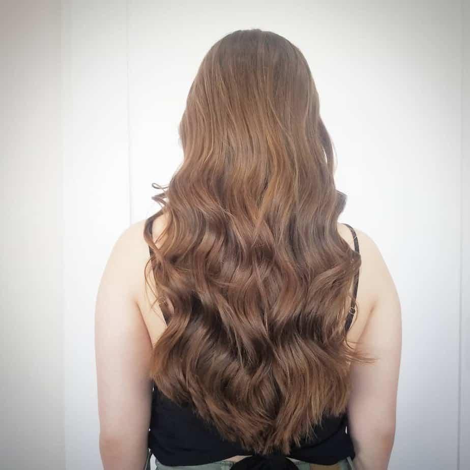 Einfache Wellen auf langen Frisuren für Frauen 2022