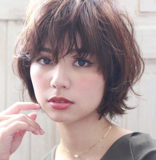 Nicht binäre Haarschnitte für dünnes Haar