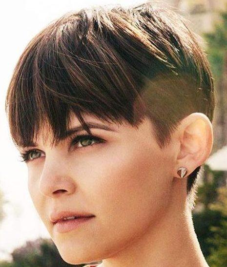 Nicht binäre Haarschnitte für runde Gesichter