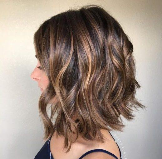 pflegeleichte kurze wellige Frisuren
