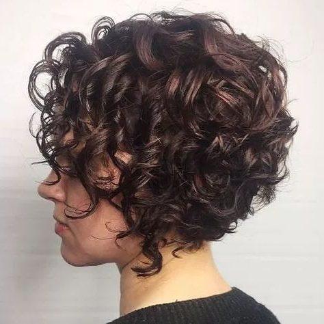 kurzes lockiges Haar