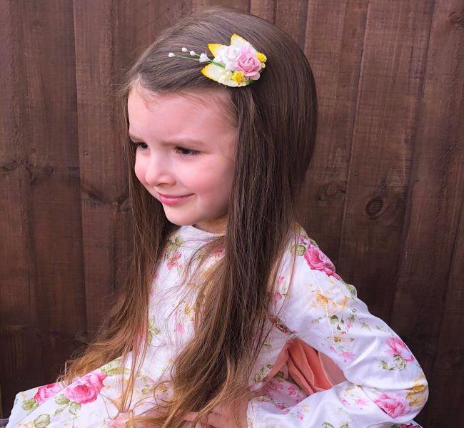 Glattes und glattes schulterlanges Haar