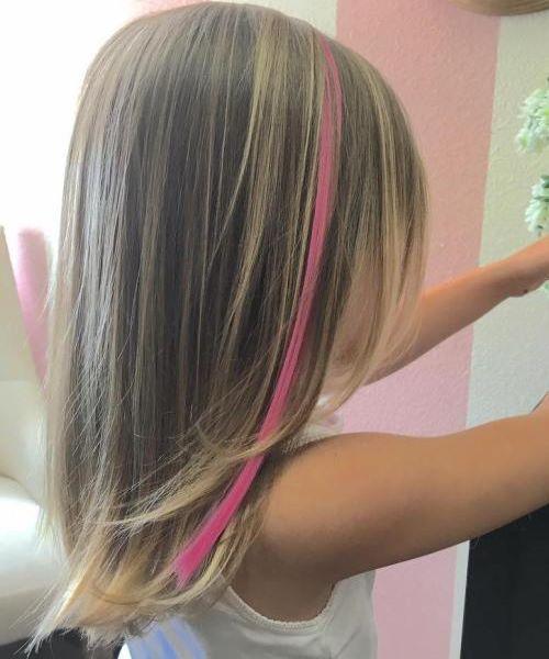 Einfacher Haarschnitt mit einem Farbknall