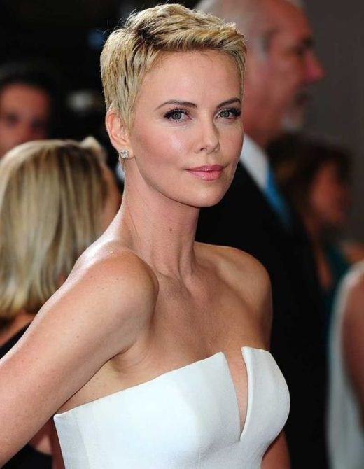 charlize theron kurze dunkle haare