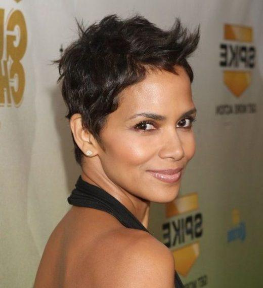 Seitenteil Pixie Haarschnitt schwarze Frauen
