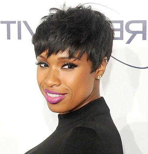 kurze natürliche Haarschnitte für schwarze Frauen