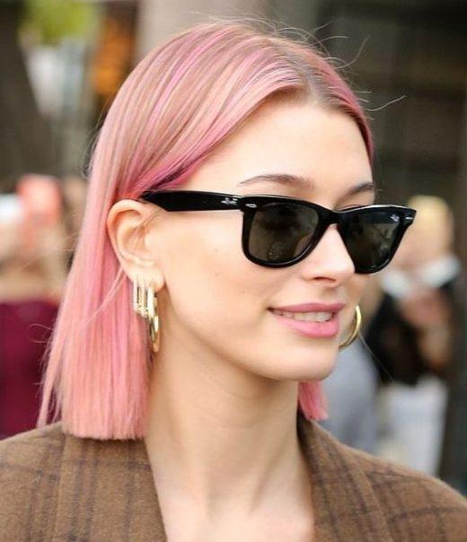 natürliches rosa lockiges Haar