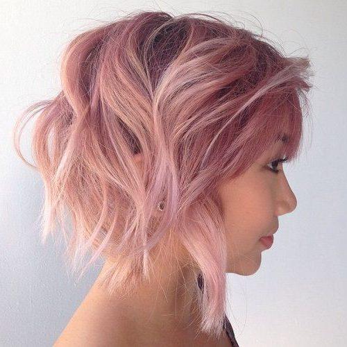 kurzes pastellrosa Haar