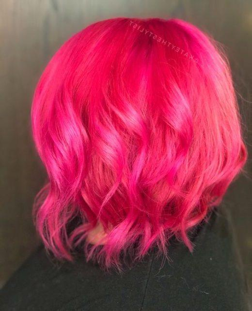 kurzes hellrosa Haar