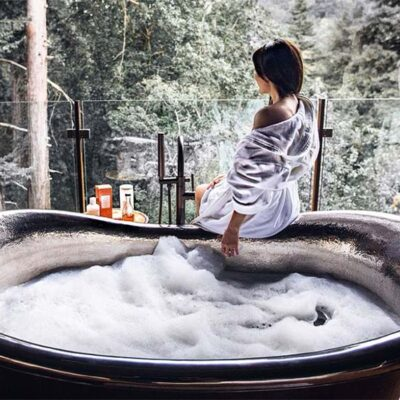 How to Use Bath Oils for Body Cleansing